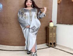 المغرب اليوم - المغربية دنيا بطمة تتٱلق بـ عباءة زرقاء مطرزة