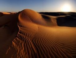 المغرب اليوم - تتويج المغربيين رشيد المرابطي وعزيزة الراجي بالنسخة 35 في مارثون الرمال
