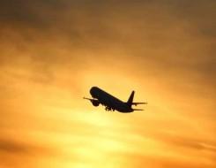 المغرب اليوم - نجاة ركاب طائرة مصرية بعد انفجار إطاراتها الأربعة