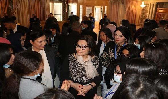 المغرب اليوم - المغربية ياسمين حسناوي تنال جائزة الرائدات في بروكسيل