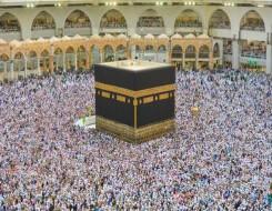 المغرب اليوم - أول صلاة جمعة في المسجد الحرام بعد إلغاء التباعد الإجتماعي بين صفوف المصلين