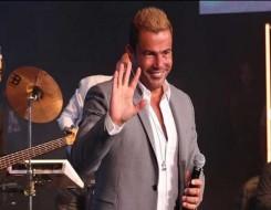 المغرب اليوم - حضور جماهيري كبير في حفل عمرو دياب في العلمين الجديدة