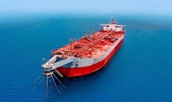 النفط يستعد لثاني مكسب أسبوعي مع انخفاض المخزونات وتراجع الدولار