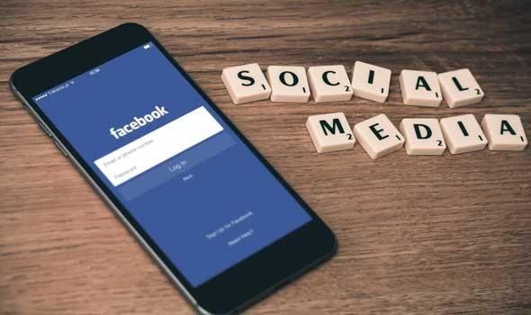 """فيسبوك تقترب من طرح أول نظارة """"ري بان"""" ذكية"""
