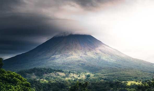 """بركان لا بالما يهدد آلاف الوظائف بسبب """"الموز"""""""