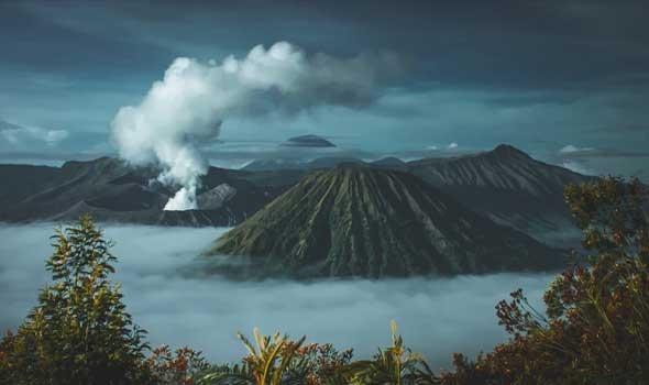 بركان إيتنا في شرق صقلية يرتفع إلى 3357 مترا