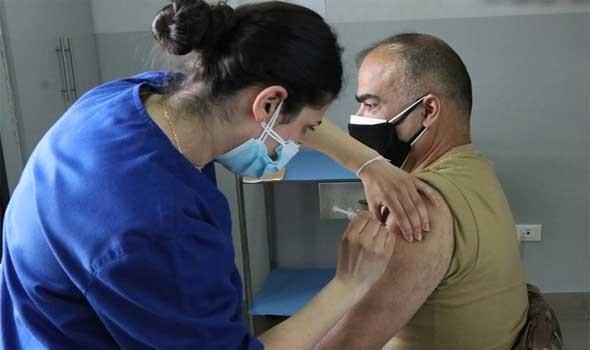 المغرب اليوم - السلطات الصحية  المغربية تقدم الجرعة الثالثة ضد