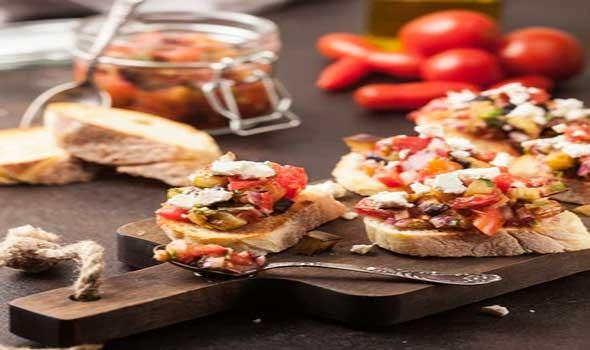 المغرب اليوم - تحذيرات من تناول هذه الأطعمة قبل تلقي لقاح كورونا
