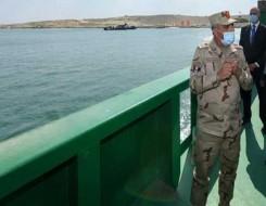 المغرب اليوم - رئيس هيئة قناة السويس يعلن موعد عبور السفن العالقة عند معبر القناة