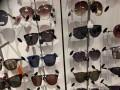 المغرب اليوم - نظارات شمسية بألوان ترابية دافئة موضة خريف 2021