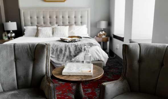5 أفكار لوضع التلفزيون في غرفة النوم لمنزل متجدد