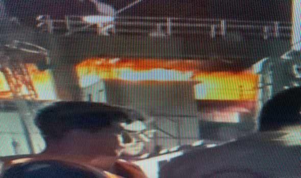 المغرب اليوم - حريق يصيب سفينة حربية ايرانية واجلاء طاقمها مقابل ميناء بندر عباس