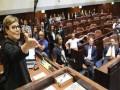 المغرب اليوم - عراك وتدافع بين نائبين في الكنيست الإسرائيلي أمام غرفة أسير فلسطيني