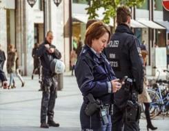 المغرب اليوم - القبض على رجل مسلح احتجز 3 رهائن بحافلة ركاب جنوب ألمانيا
