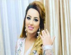 """المغرب اليوم - المغربية زينة الداودية تشارك في تحدي """"تكيسر الأطباق"""" بعد اطلاق اغنيتها"""