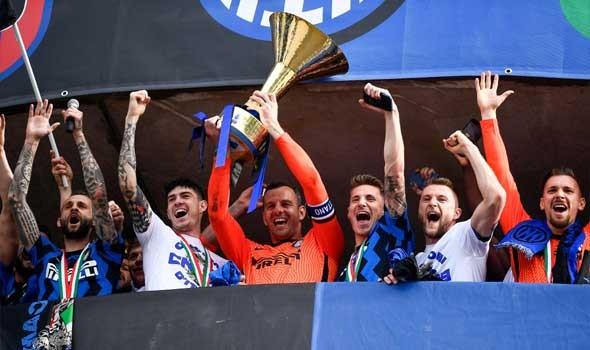 إنتر ميلان يبدأ حملة الدفاع عن لقبه في الدوري الإيطالي برباعية نظيفة في شباك جنوى