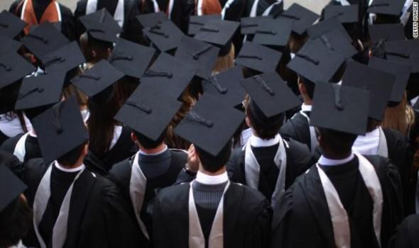 رسوم باهظة للجامعات الخاصة والأجنبية في مصر والحكومة تحاول تطوير التعليم الجامعي