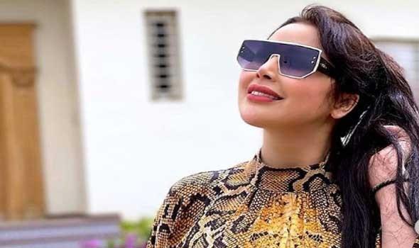 الفنانة المغربية سعيدة شرف تواجة انتقاد رواد مواقع التواصل بسبب عمليات التجميل