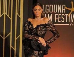 المغرب اليوم - استوحي من الفنانة بشرى أجمل الإطلالات بفساتين السهرات