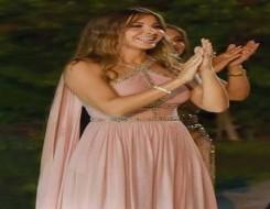 المغرب اليوم - إطلالات المشاهير بالوردي  تلهمك لدعم مرضى سرطان الثدي