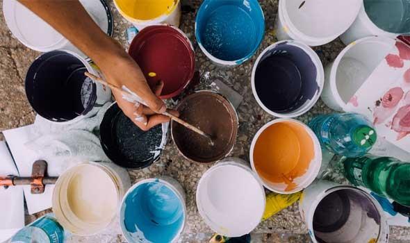 المغرب اليوم - رسامون يفجرون مواهبهم على جدران شوارع الرباط بألوان تتحدى جائحة كورونا