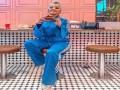 المغرب اليوم - أفكار لإطلالات المحجبات باللون الأزرق لخريف 2021